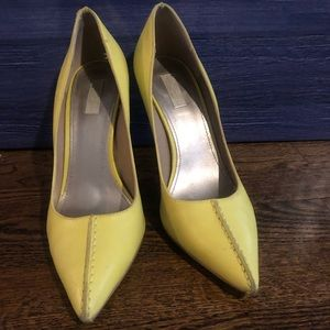Rachel Roy Yellow leather fashion bumps